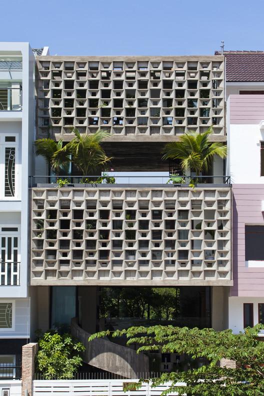 Binh Thanh House / Vo Trong Nghia Architects + Sanuki + NISHIZAWAARCHITECTS, © Hiroyuki Oki