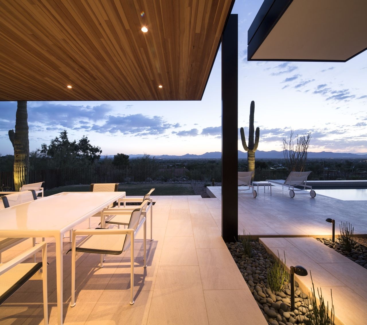 rammed earth modern / kendle design | archdaily