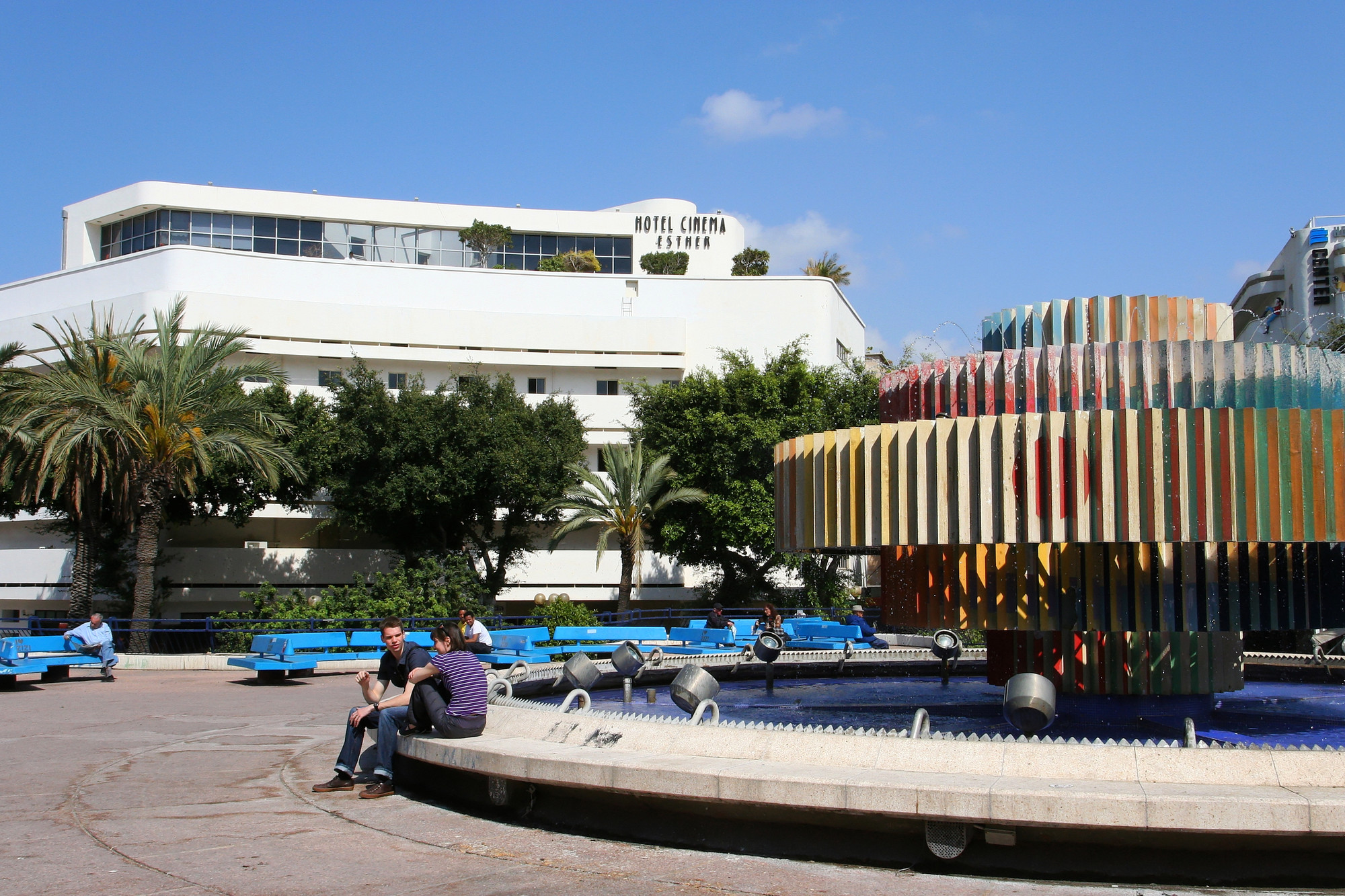 The Dizengoff Square by Genia Averbuch, 1934. Image © Vicen-t