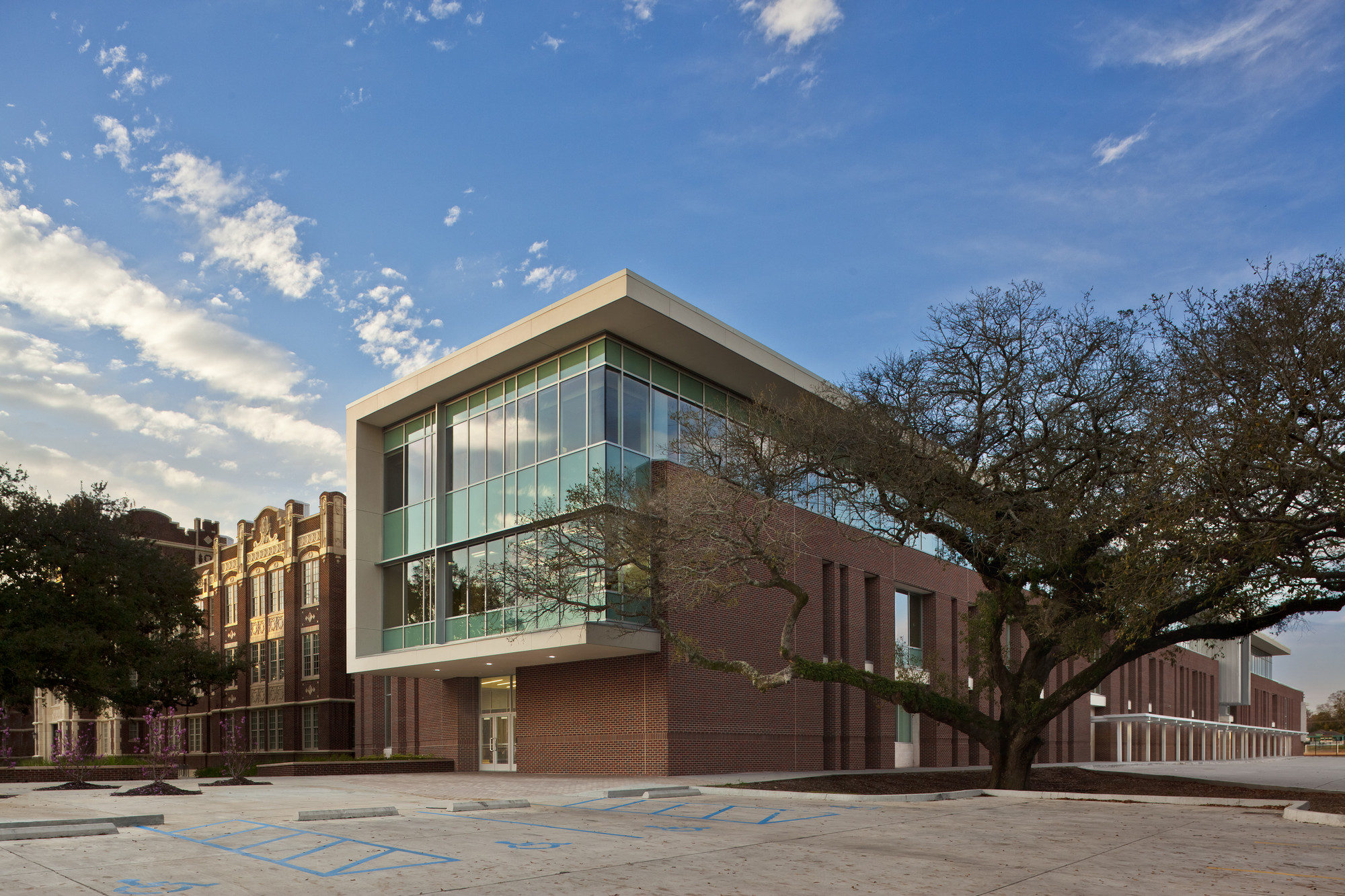 Baton Rouge Magnet High School / Chenevert Architects + Remson|Haley|Herpin Architects, © Sean Calamia