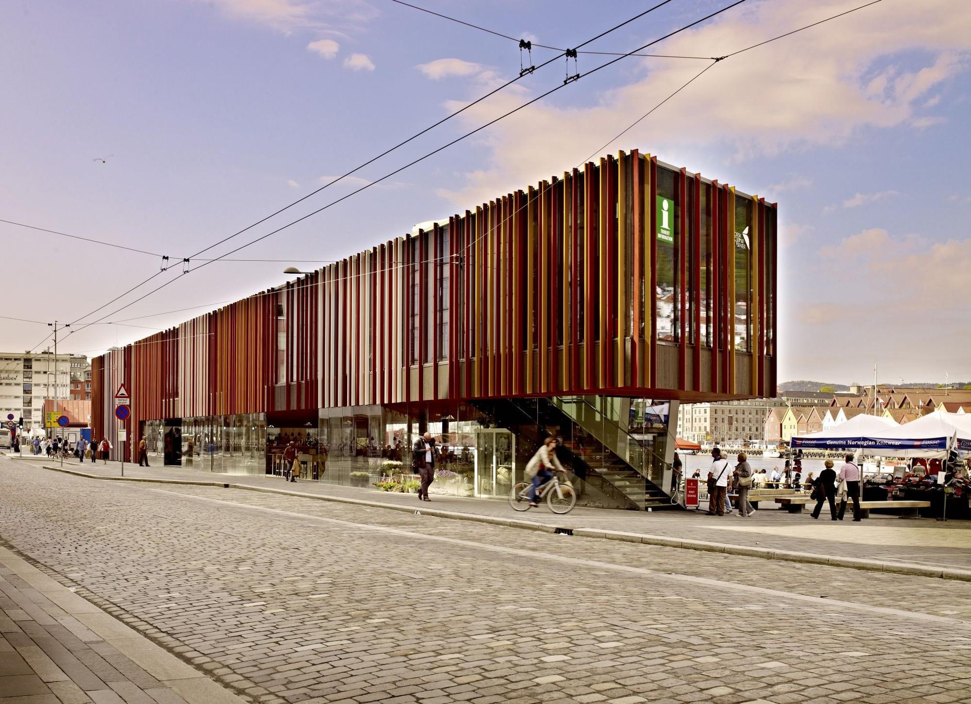 Fish market in Bergen / Eder Biesel Arkitekter, © Norbert Miguletz