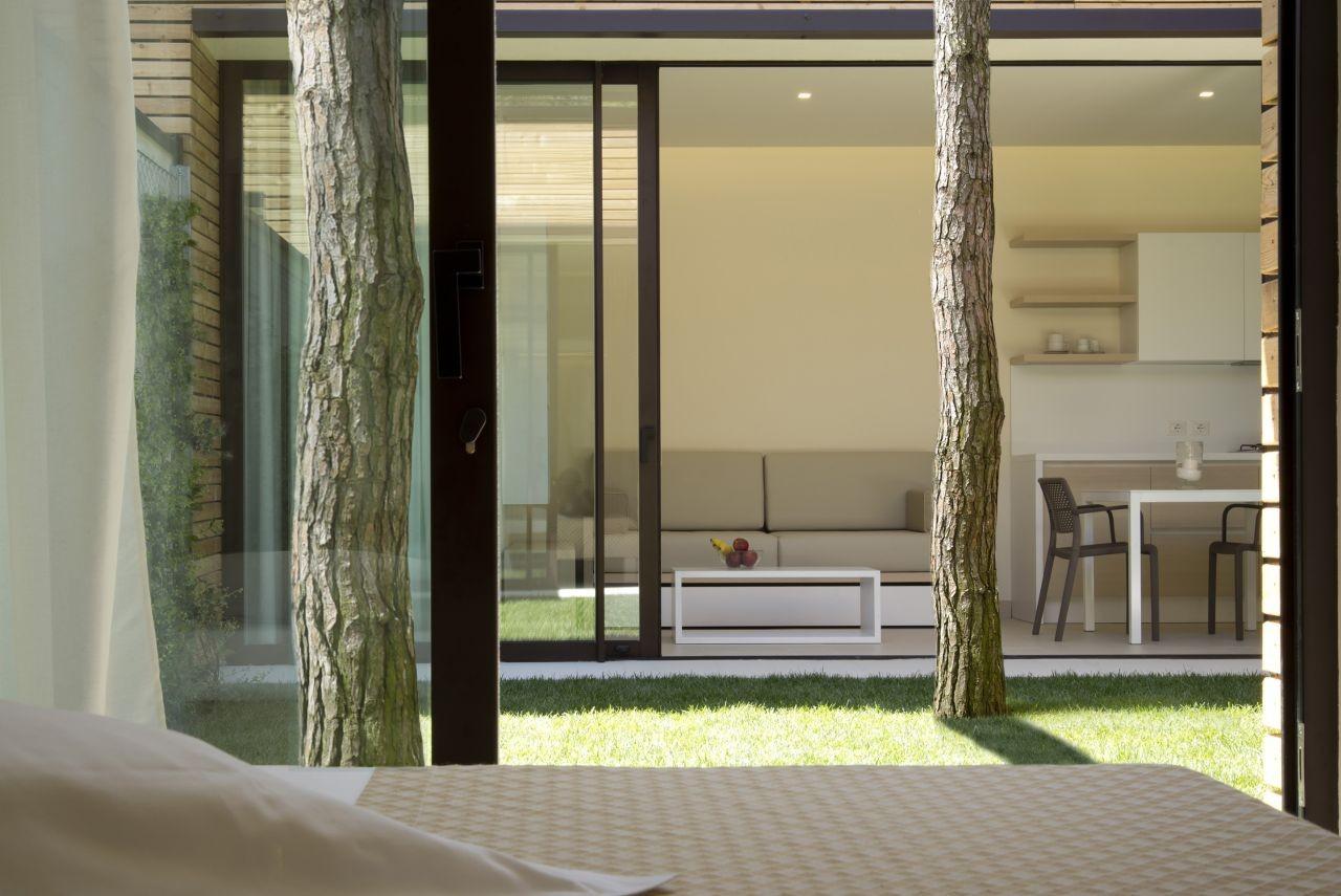 Gallery of camping marina di venezia resort matteo thun for Interior design di bungalow artigiano