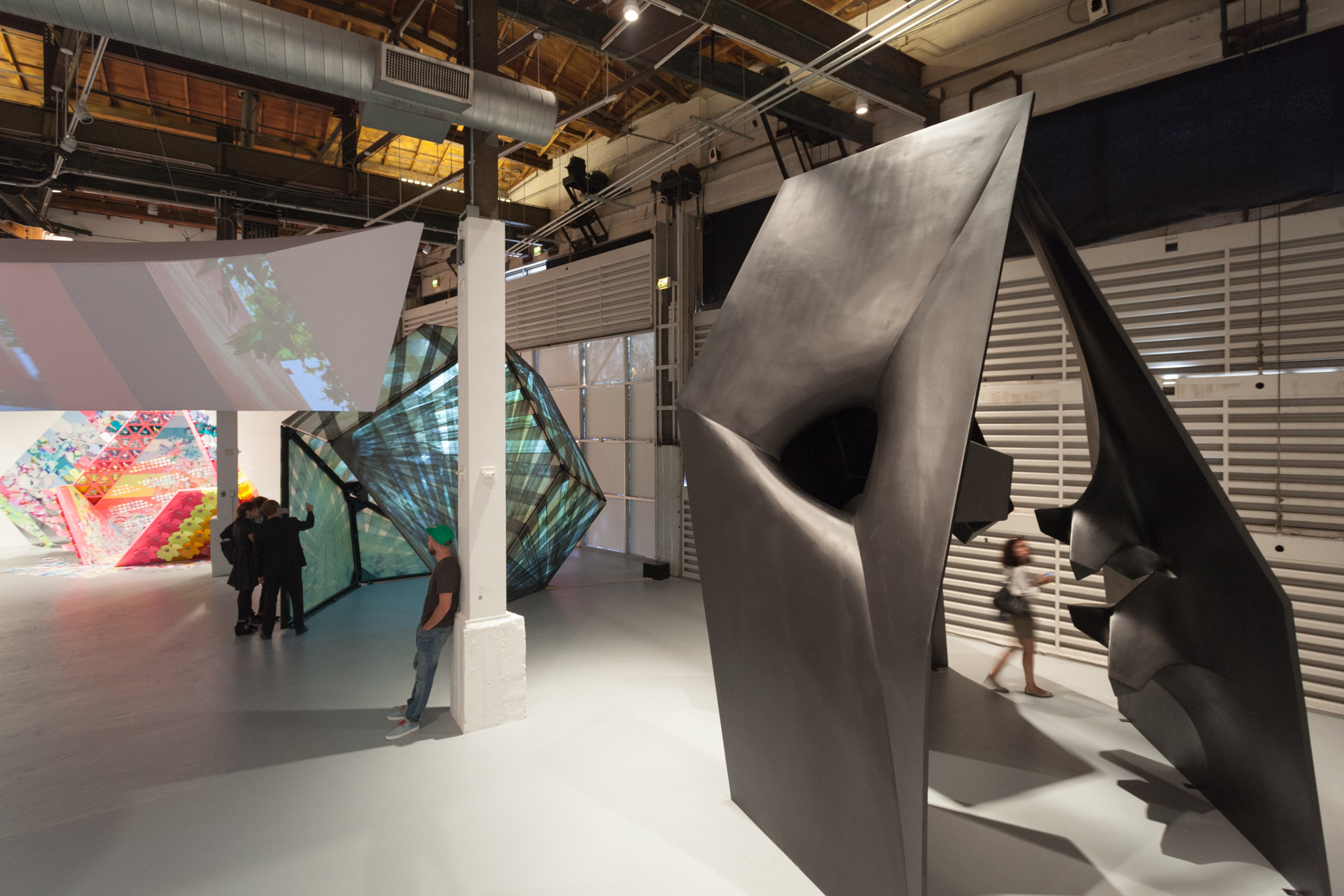 Foreground: Pavilion by Tom Wiscombe Design, Middleground: Textile Room Pavilion by P-A-T-T-E-R-N-S at The Museum of Contemparary Art, Los Angeles. Image © Taiyo Watanabe