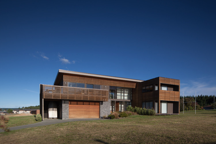 Vivienda en Motuoapa / Mark Frazerhurst Architect, © Sam Hartnett