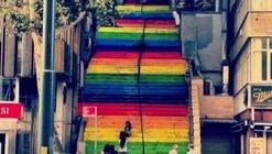 Turks Paint Public Walkways in Protest