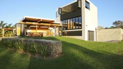 coopers beach / Dorrington Architects & Associates