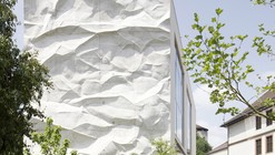 "Colégio ""Crinkled Wall"" / Wiesflecker Architecture"