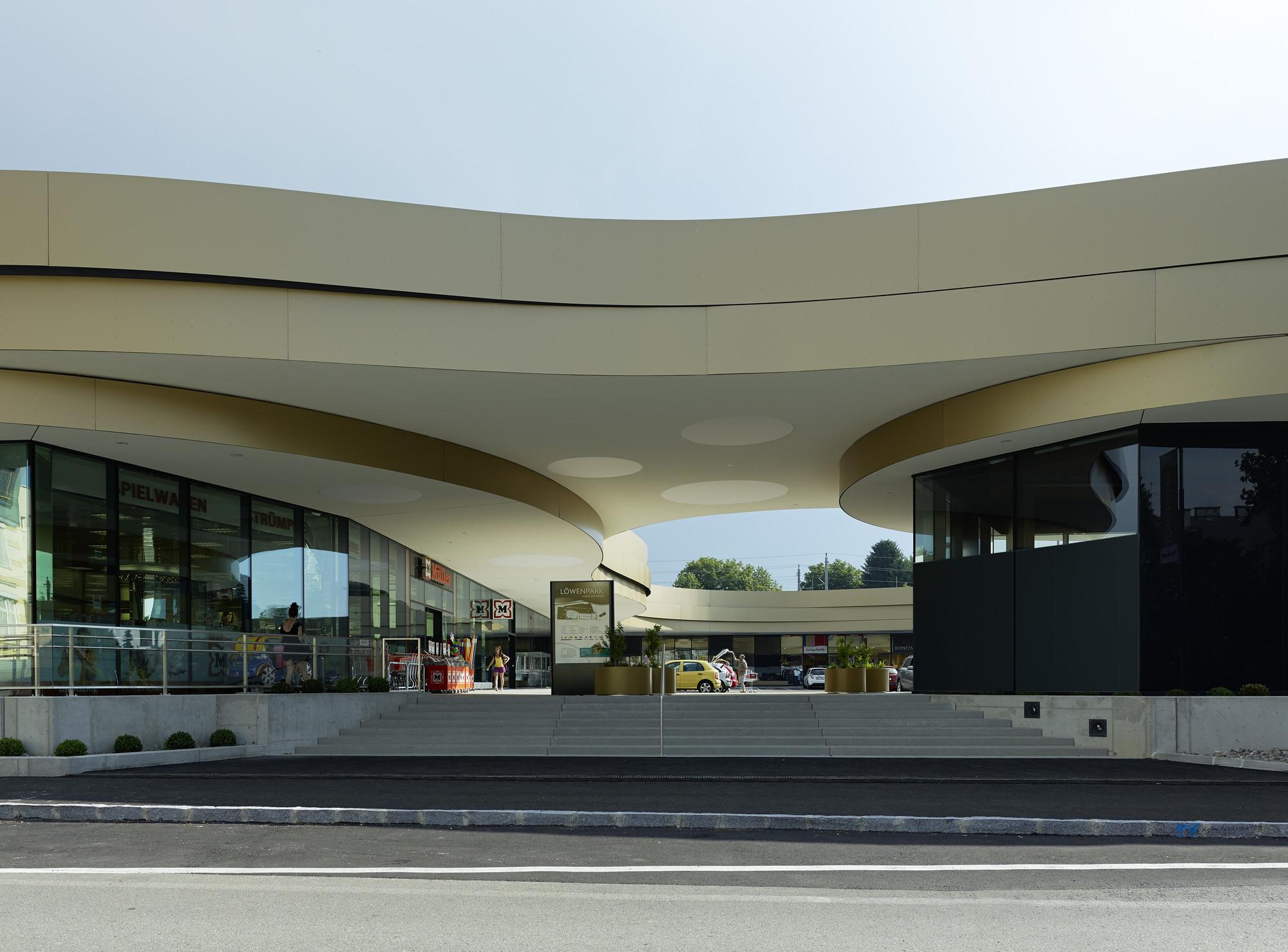 Löwenpark Melk / Smertnik Kraut Architekten, © Bruno Klomfar