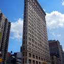 The Flatiron Building / Daniel Burnham (1902). Image Courtesy of Wikimedia Commons