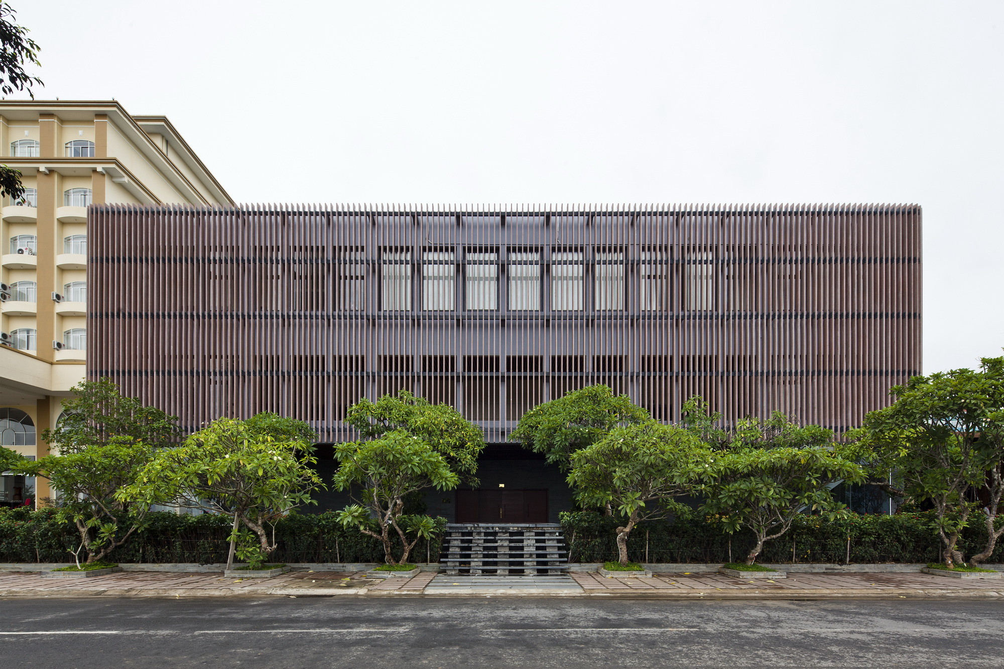 Kontum Indochine Wedding Hall / Vo Trong Nghia Architects, © Hiroyuki Oki