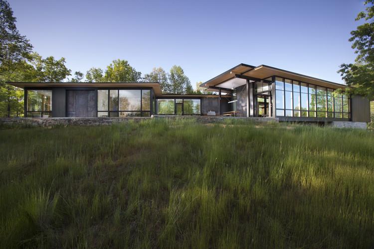 Vivienda con vistas a la montaña unida al paisaje circundate / Carlton Architecture + DesignBuild, Cortesía de Carlton Architecture + DesignBuild