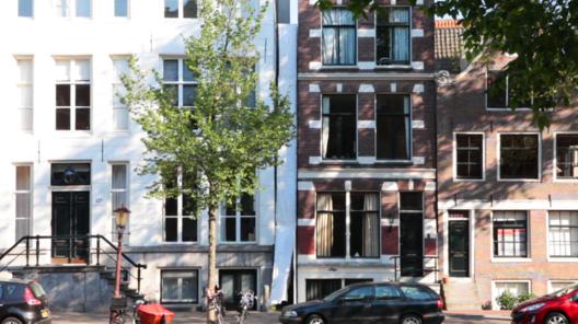 "The first ""Tussen-ruimte"" intervention, designed by Office Jarrik Ouburg. Image © Rafe Copeland"