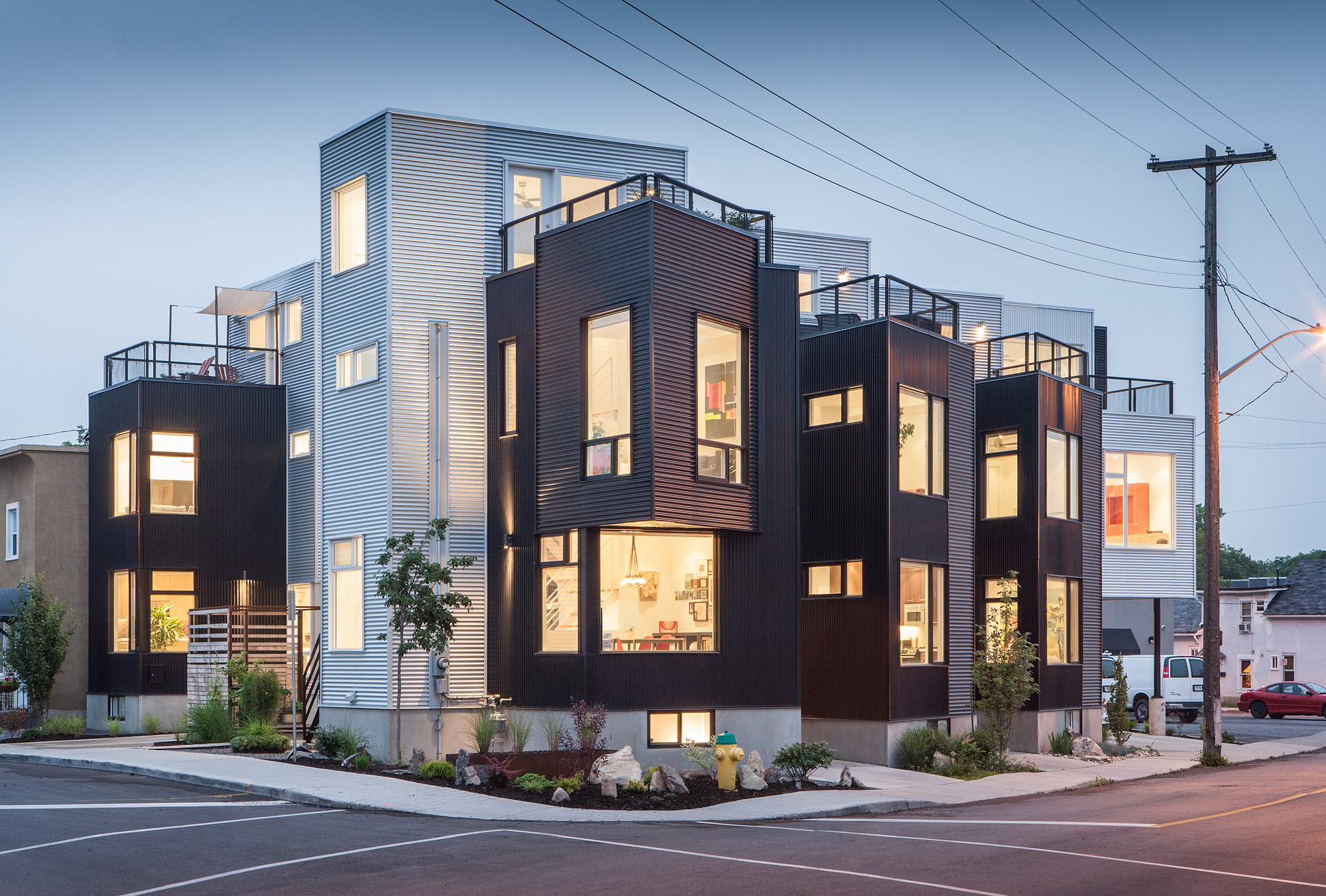 Gallery of the hintonburg six colizza bruni architecture for Modern house design ottawa