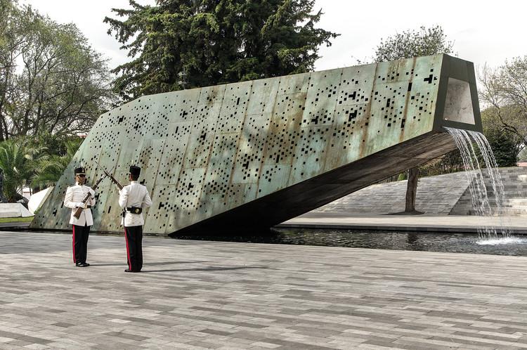 Plaza del Servicio a la Patria / La Metropolitana, © Luis Guerrero