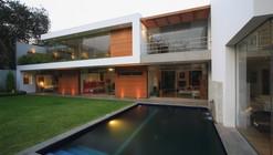 Cachalotes House / Oscar Gonzalez Moix