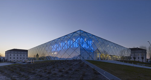 The Marsan Mediatheque, overall winner of the 2013 LEAF Awards. Image Courtesy of archi5