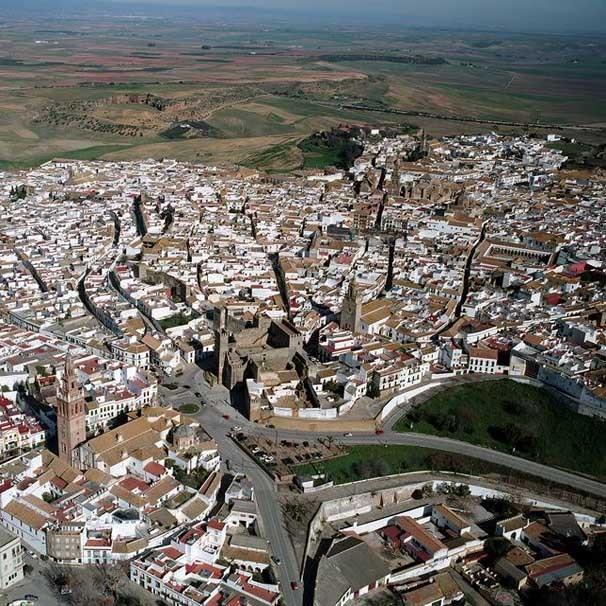 """Círculo Cívico de Opinión de Madrid: """"Una urbe compacta es más ecológica que una ciudad jardín"""", Ciudad de Carmona, en Sevilla. Image © Vía La Ciudad Viva"""