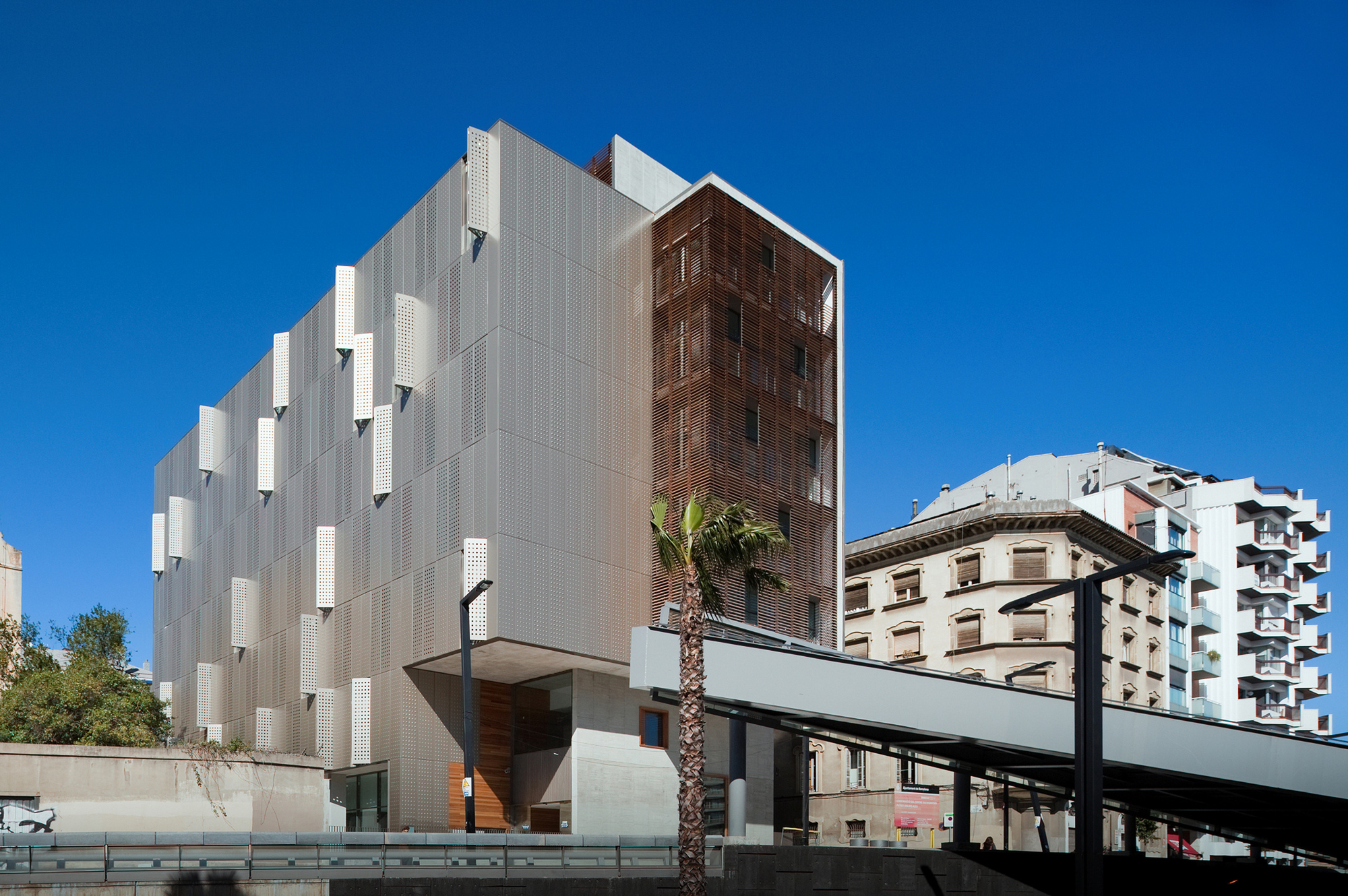Putget Dolors Aleu Center for the Elderly / Pinearq, © FG+SG