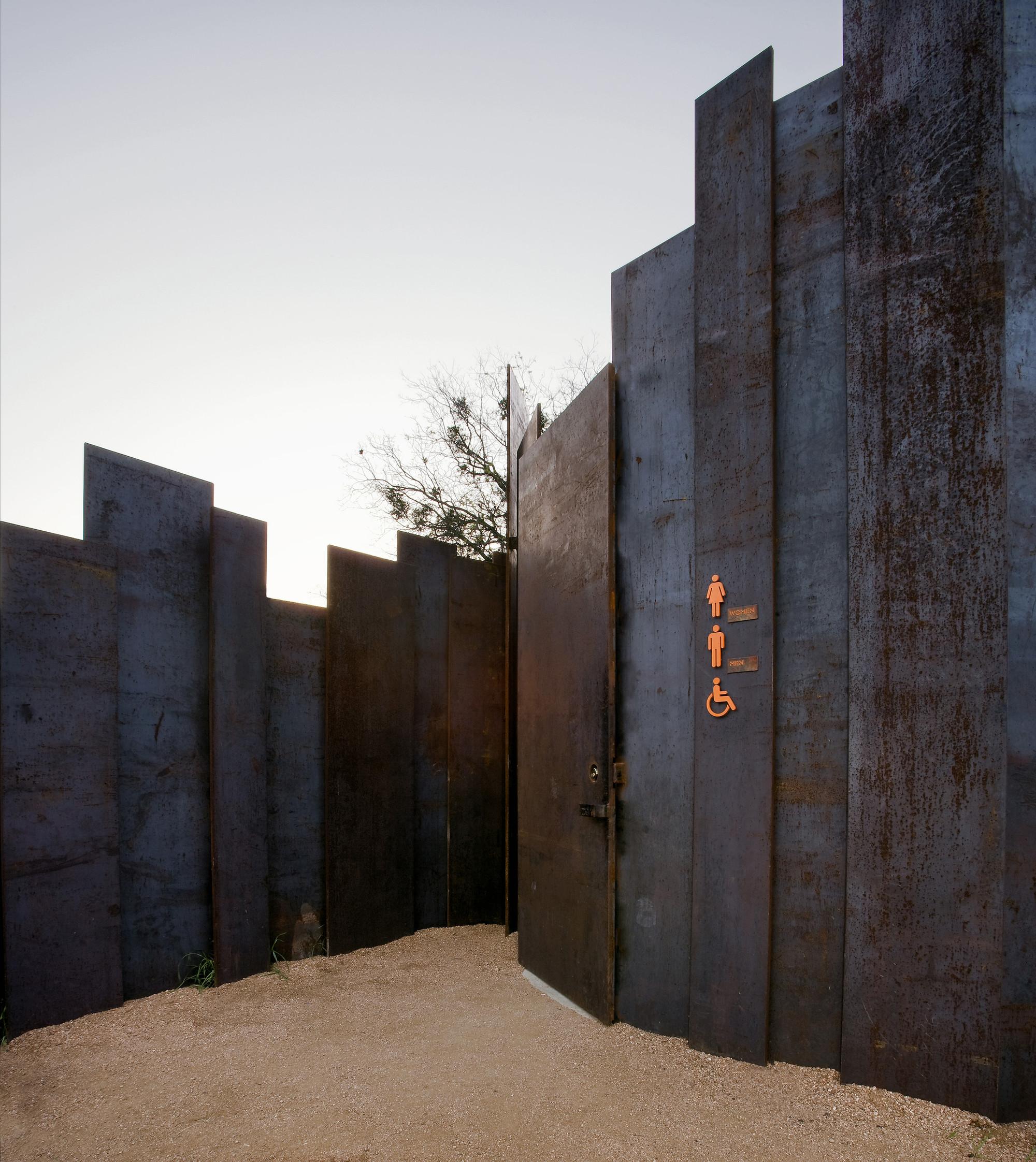 Galeria de Banheiro Público / Miro Rivera Architects 3 #A65425 2000 2244