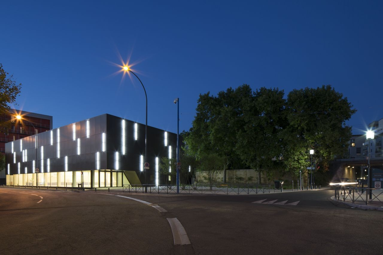 Gallery of asni res sur seine school gymnasium ateliers for Asnieres sur seine piscine
