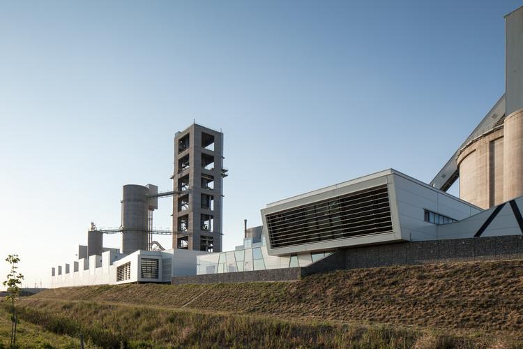 Planta de Cemento en Szentlőrinc / MHM Architects, © Kurt Hörbst