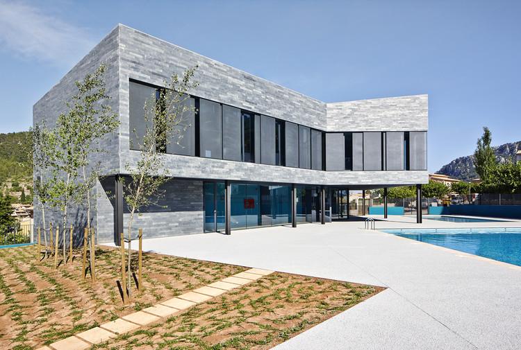 Centro Deportivo y Piscinas Municipales / Alfonso Reina, © José Hevia