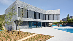 Centro Deportivo y Piscinas Municipales / Alfonso Reina