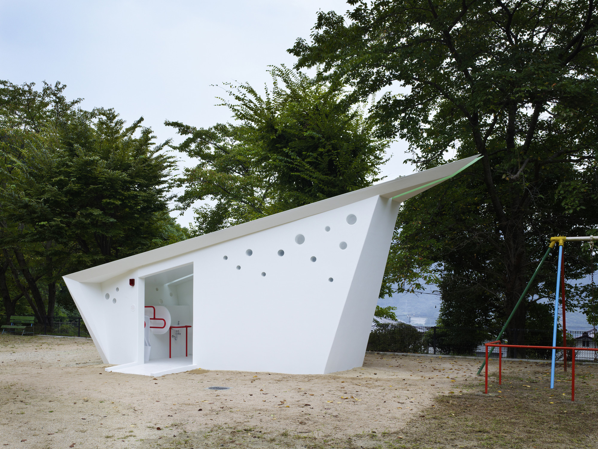 Hiroshima Park Restrooms: Absolute Arrows / Future Studio, © Toshiyuki Yano