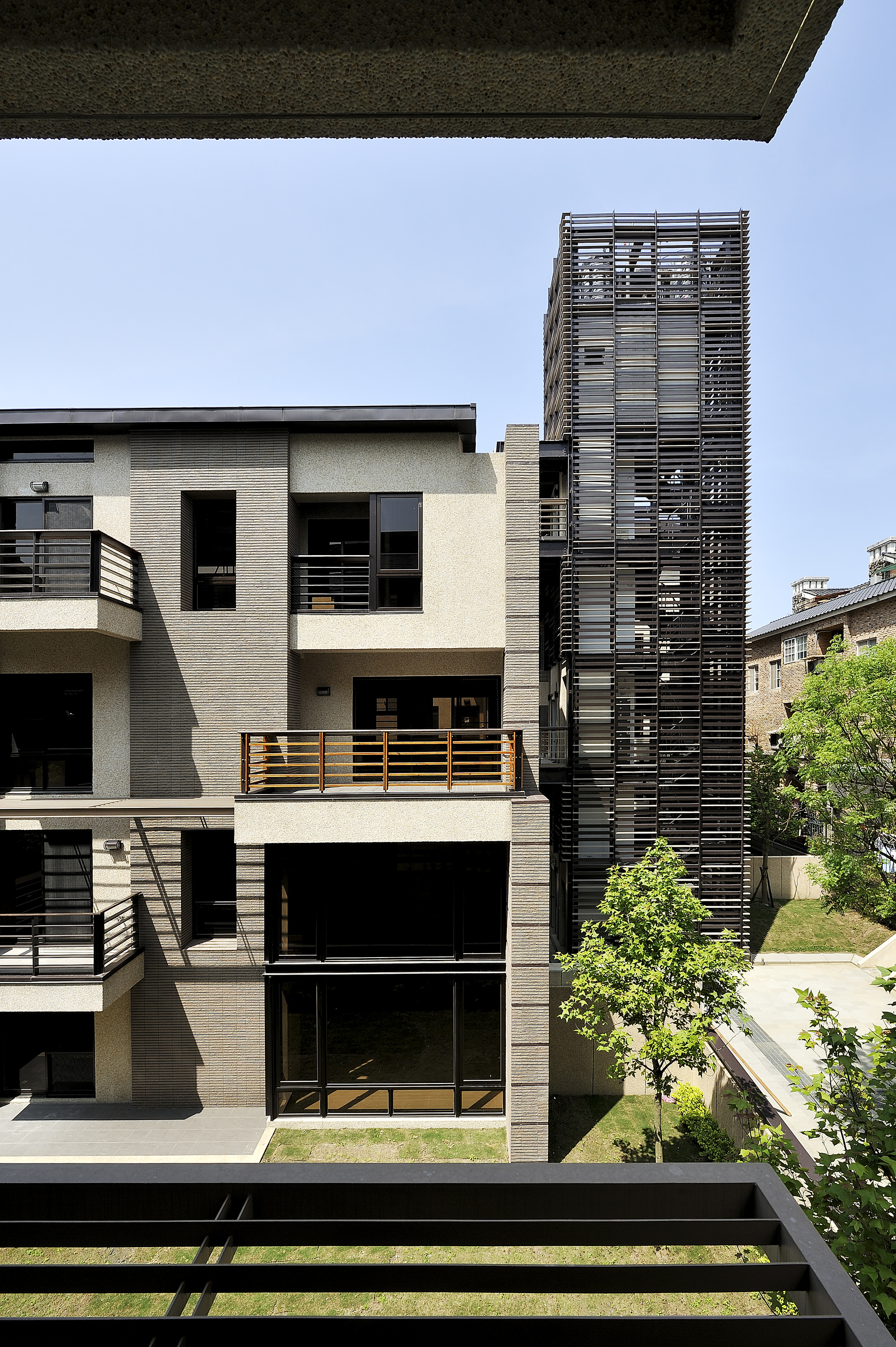Gallery of mountain moon chin architects 13 for Moon architecture