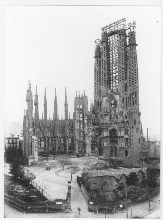 1925 © Expiatory Temple of the Sagrada Família