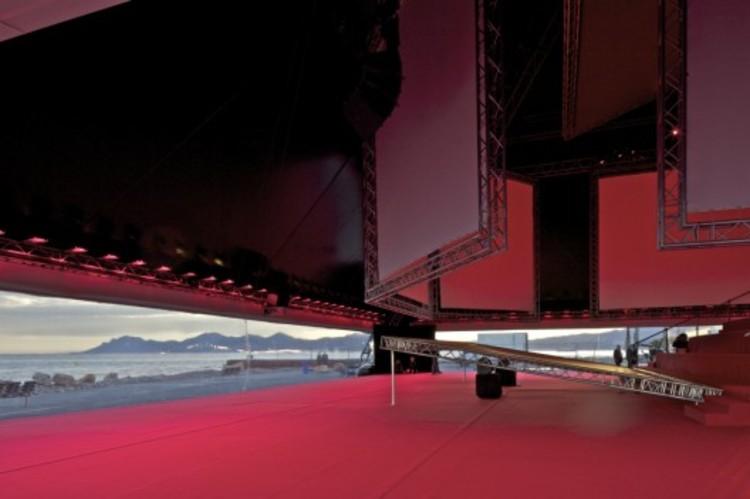 Keep Talking Kanye: An Architect's Defense of Kanye West, Kanye West's seven-screen pavilion / OMA. Image © Philippe Ruault, Courtesy of OMA