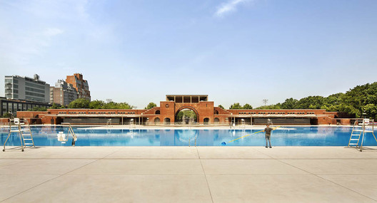 Best Restoration: McCarren Pool and Bathhouse / Rogers Marvel Architects. Image Courtesy of Rogers Marvel Architects