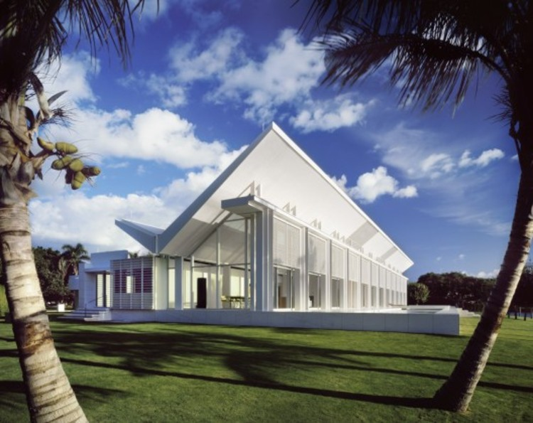 Neugebauer House, Naples, Florida. Image © Scott Frances, Courtesy of Richard Meier & Partners