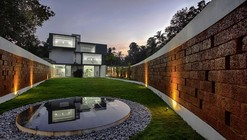 The Running Wall Residence / LIJO RENY architects