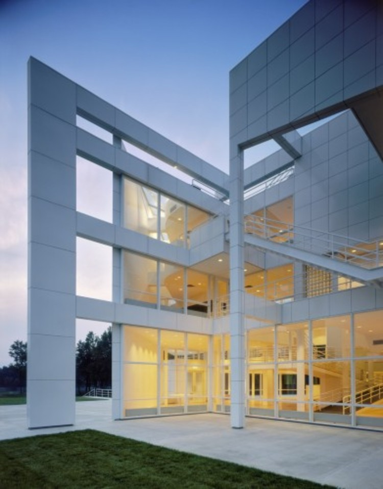 Spotlight: Richard Meier, The Atheneum, New Harmony, Indiana. Image © Scott Frances, Courtesy of Richard Meier & Partners