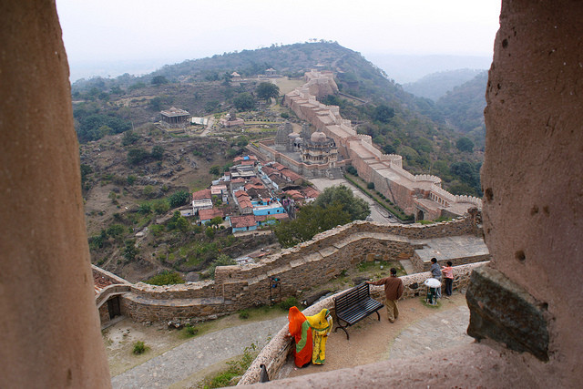 Great Wall at Kumbhalgarh. Via Flickr CC User. Used under <a href='https://creativecommons.org/licenses/by-sa/2.0/'>Creative Commons</a>