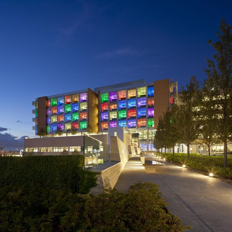 Hospital de Niños Nemours / Stanley Beaman & Sears, © Jonathan Hillyer