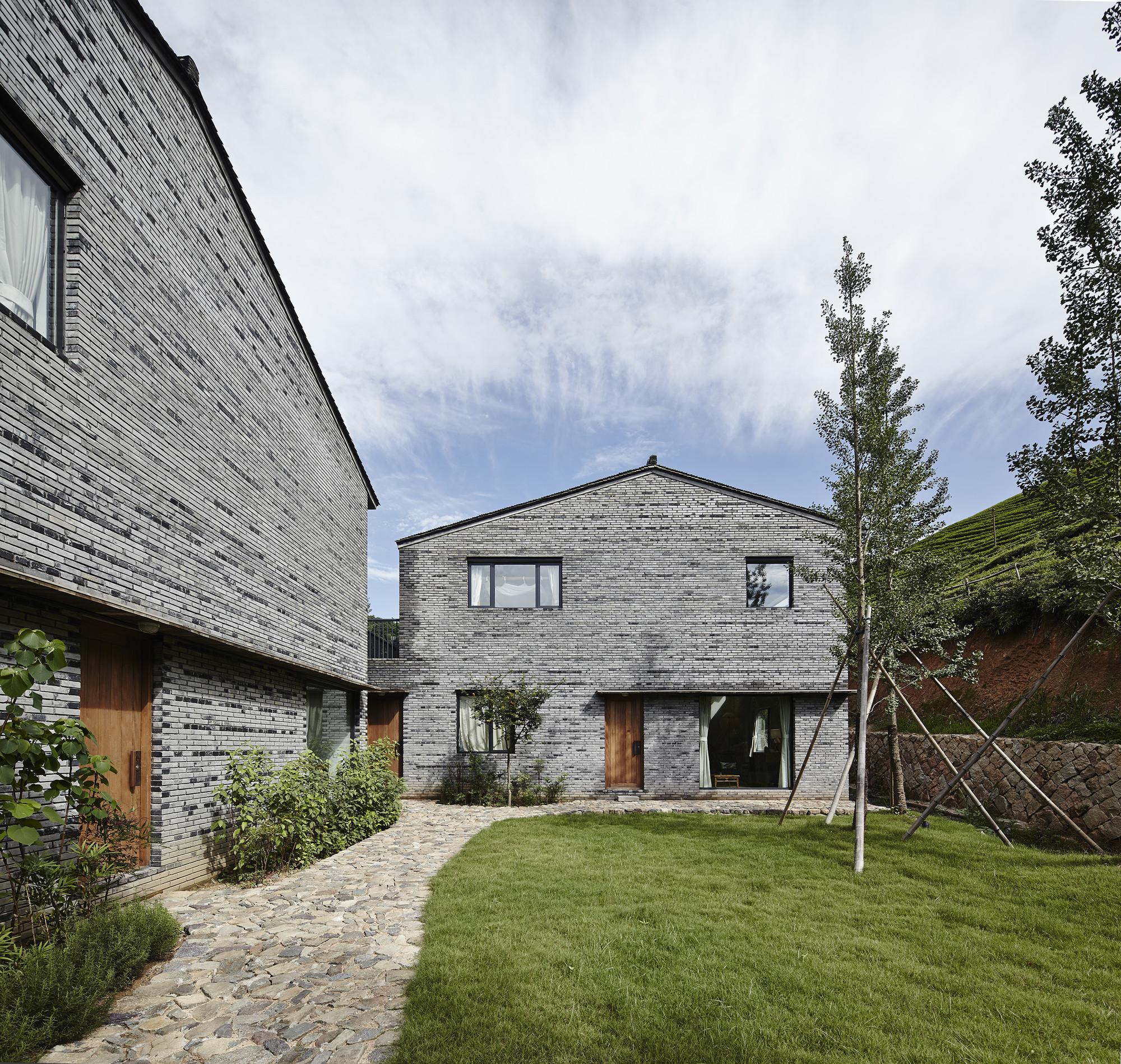 Placid Mogan Cottage  / genarchitects, © Hou Bowen