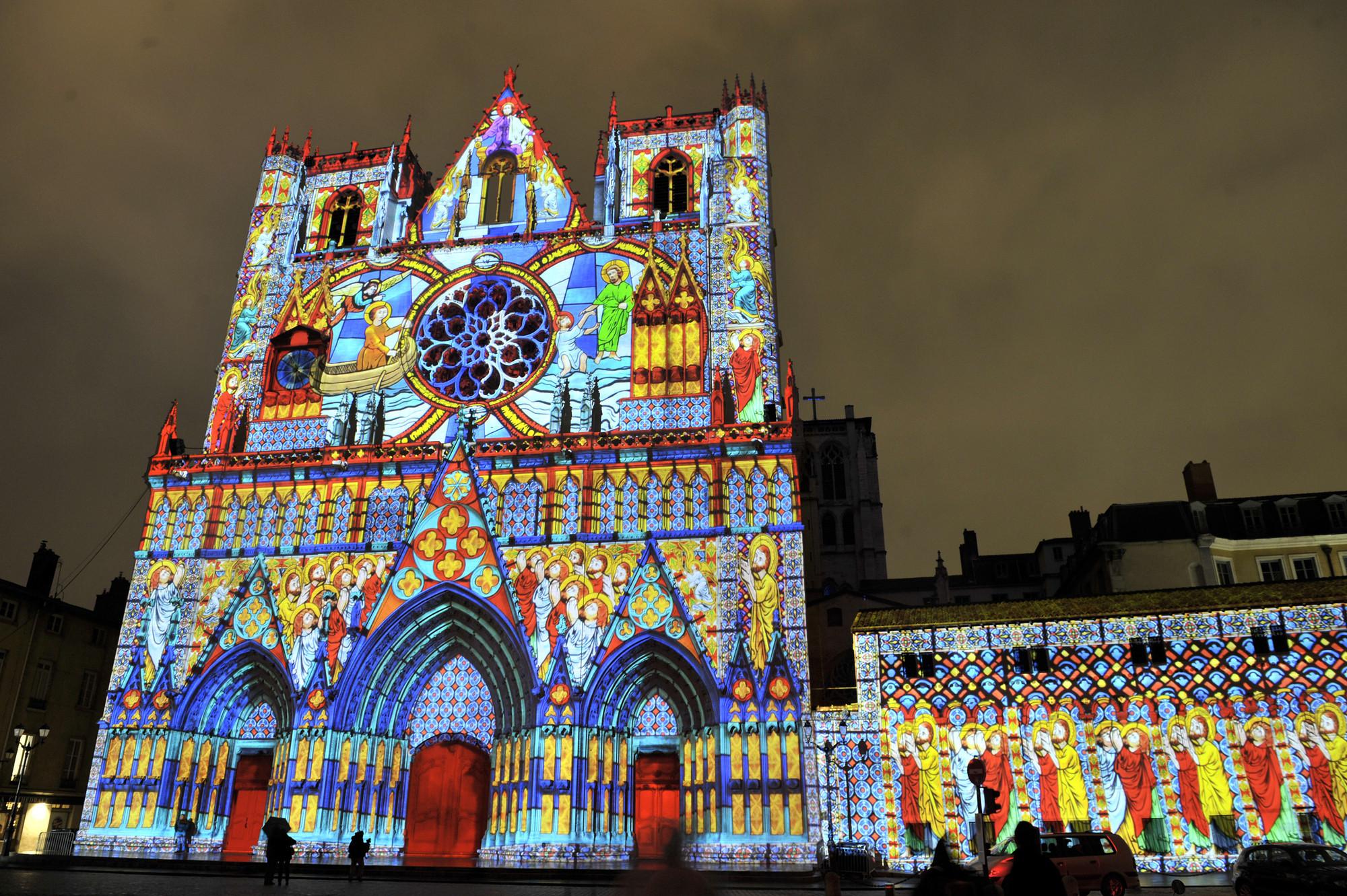 """""""Les Chrysalides de Saint-Jean"""" / Damien Fontaine - Fête des Lumières 2012. Image Courtesy of Ville de Lyon - Muriel Chaulet"""