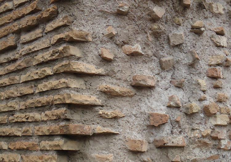"""El """"concreto Romano"""" sería mucho más sustentable que el concreto que fabricamos hoy, Muros del Coliseo Romano / Mayo de 2013 . Image © José Tomás Franco"""
