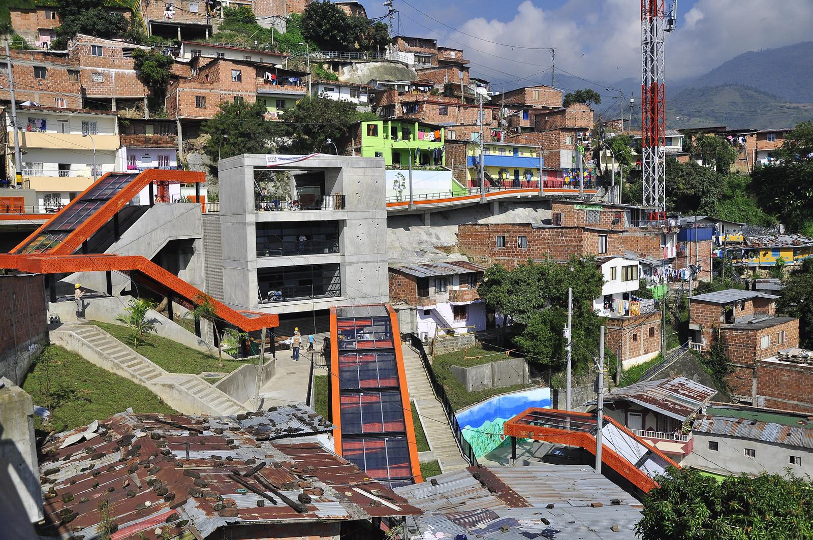 Comuna 13, architect Medelliěn Empresa de Desarrolla Urbana (EDU). Imagen Cortesía de EMBARQ Brasil