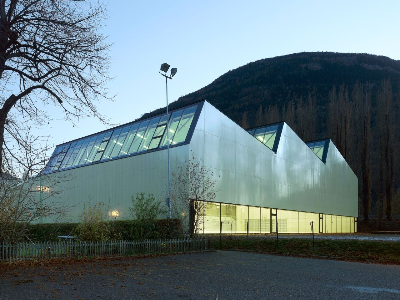 Three-In-One Sports Center / Savioz Fabrizzi Architectes, © Thomas Jantscher