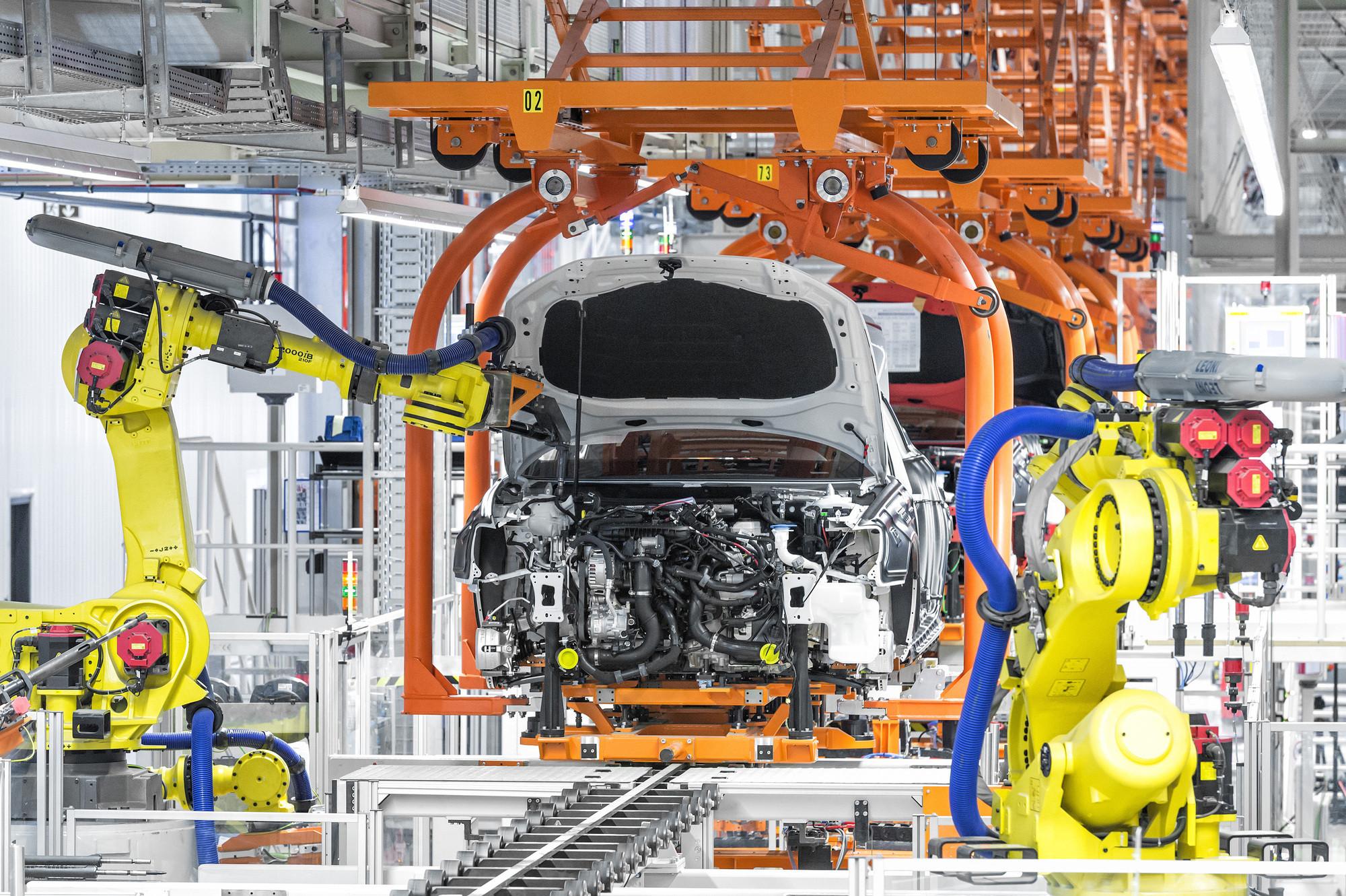 Where Automobiles & Architecture Meet, Audi A3 Assembly Line. Image © Audi