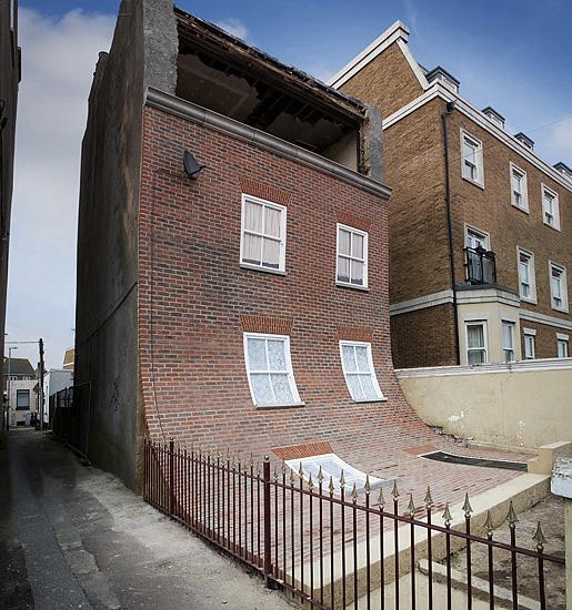 Arte y Arquitectura: una vivienda derretida por Alex Chinnec, © Vía Alex Chinnec