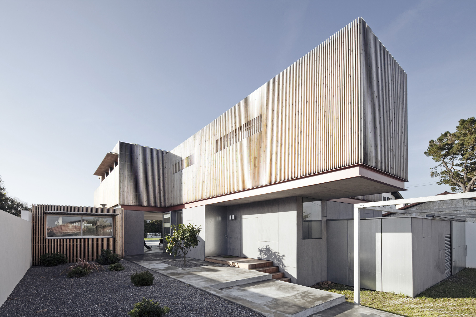 House r gardera d architecture archdaily for Anglet location maison