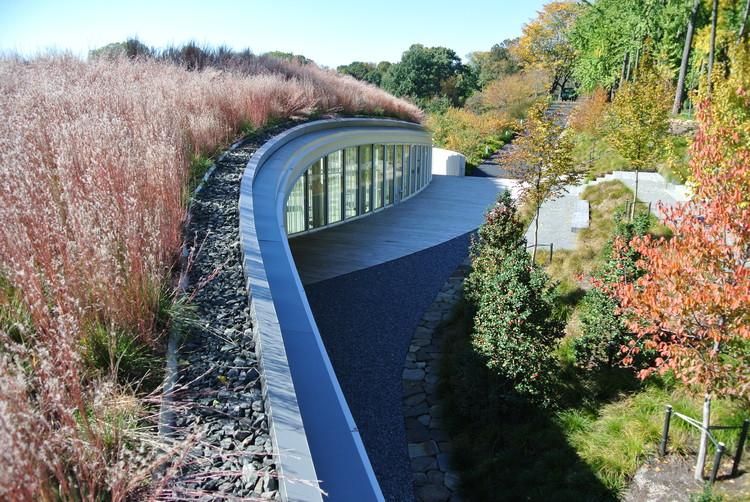 Centro de visitantes en el jard n bot nico de brooklyn for Centro de eventos jardin botanico