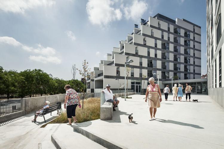 114 Public Housing Units / Sauquet Arquitectes i Associats, © Jordi Surroca