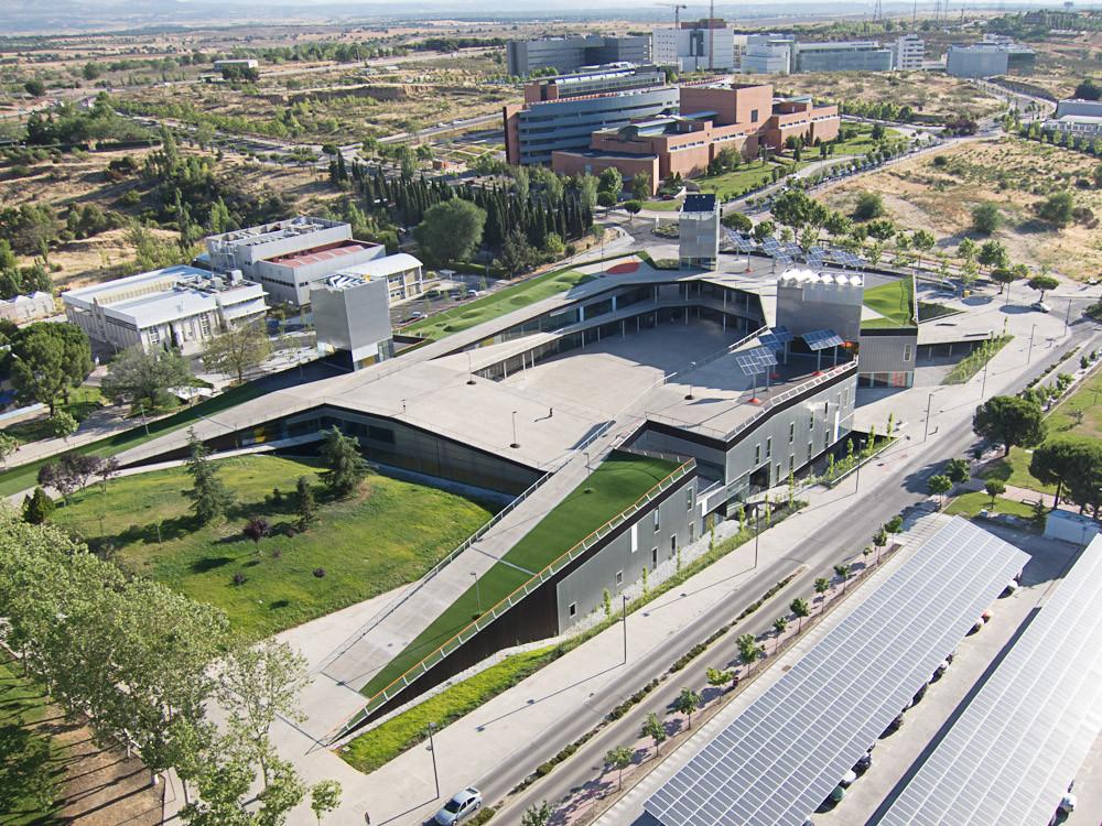 Playa mayor services building uam mtm arquitectos for Arquitecto universidad