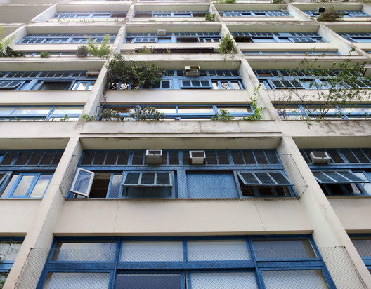 MMM Roberto, Julio de Barros Barreto Apartment Building (1947). Image © John Hartmann