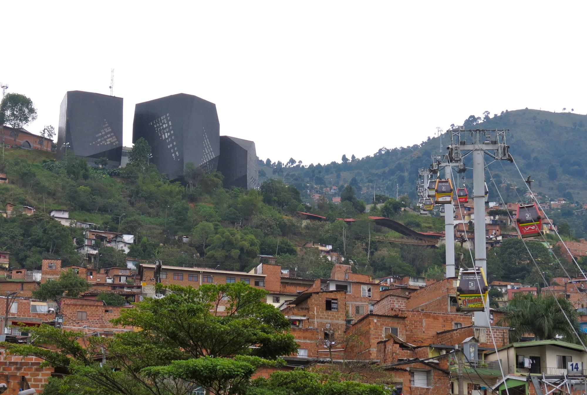 ¿Basta con buena arquitectura para construir mejores ciudades? El caso de Medellín., Courtesy of www.colombiavida.com